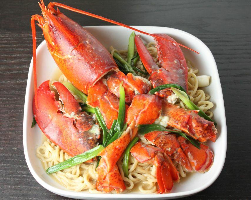 上湯龍蝦伊麵 Lobster Yee Mein (Lobster Noodles)   thejanechannel
